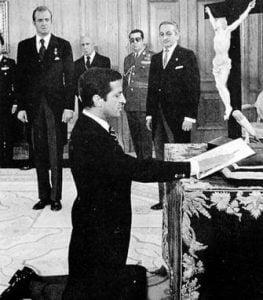 Los confesos católicos Juan Carlos de Borbon y Adolfo Suarez son los artífices de la actual Democracia Liberal en España.
