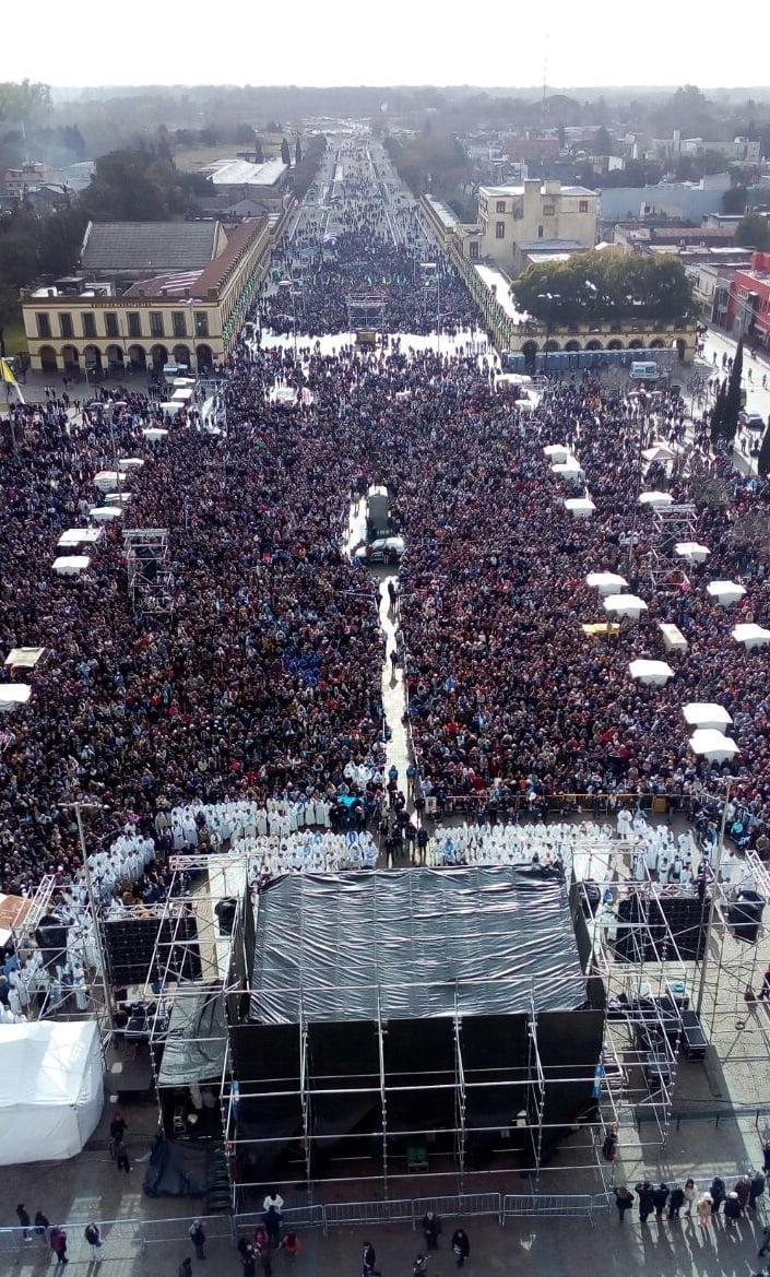 El día de la renovación de la consagración de Argentina a la Virgen de Luján.