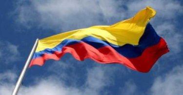 Bandera de Colombia ondeando