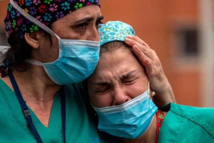 Drama dolor e impotencia entre el personal médico