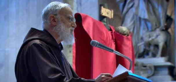 Fray Raniero Cantalamessa predica