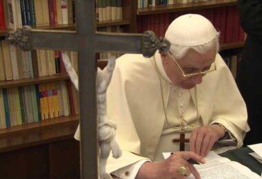 Benedicto XVI Carta con motivo del centenario del nacimiento de Juan Pablo II