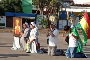 Monjas rezando en protestas de 2019